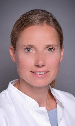 https://dr-beckenbauer.de/wp-content/uploads/2020/10/Dr-med-Alexandra-Seidenfad-300x500.jpg